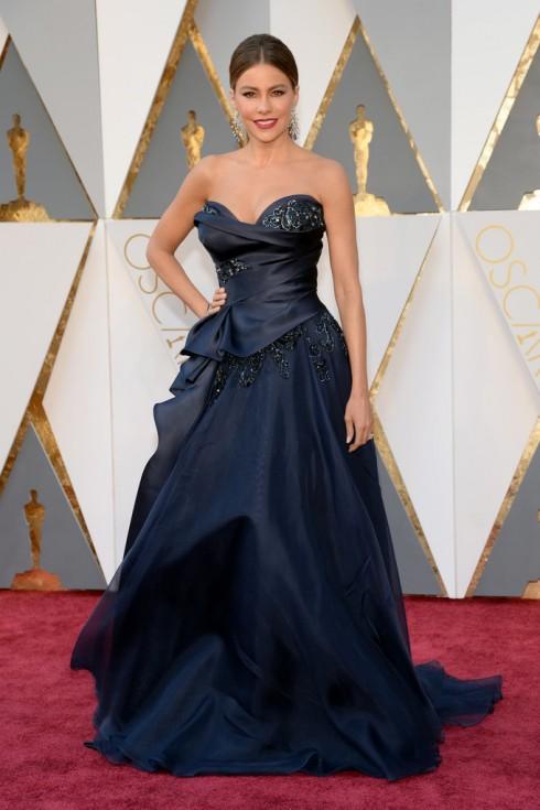Sofia Vergara rạng ngời khi chọn chiếc váy của Marchesa
