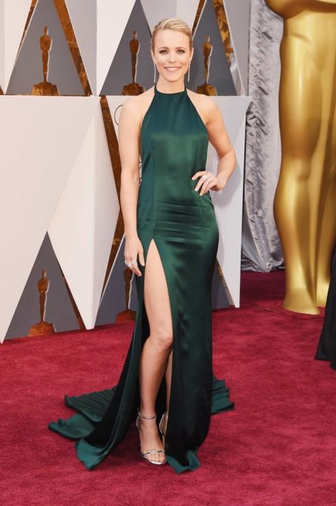 Rachel McAdams nổi bật trong thiết kế đầm màu xanh lá của August Getty Atelier.