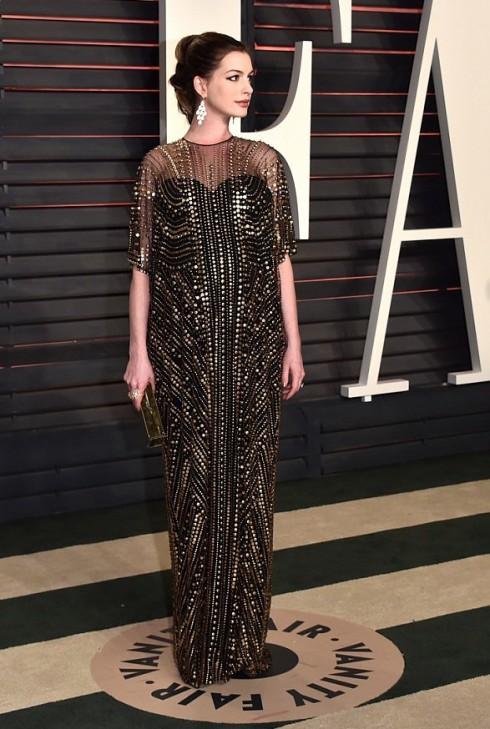 Anne Hathaway trong mẫu thiết ké của Naeem Khan