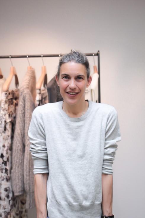 ISABEL MARANT Isabel Marant nổi tiếng với các thiết kế mang phong cách bohemian hoang dại, phóng khoáng, nữ tính. Cô bắt đầu với thương hiệu phụ kiện trong khoảng 5 năm trước khi ra mắt BST thời trang đầu tiên.
