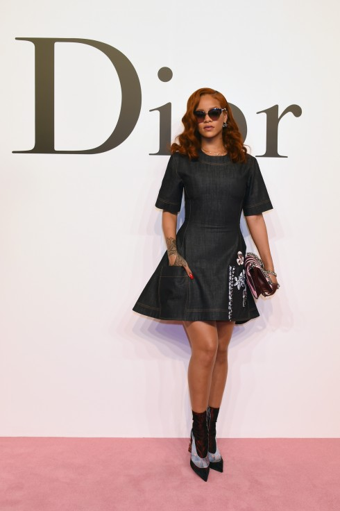 RIHANNA Tài năng kiệt xuất!<br/>XXX arrives at the Christian Dior TOKYO Autumn/Winter 2015-16 Ready-To-Wear Show at The National Art Center Tokyo on June 16, 2015 in Tokyo, Japan.
