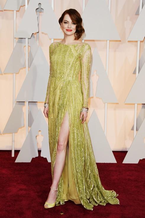 """EMMA STONE """"Bạn gái của  Người Nhện"""" đang dần trở thành It Girl thế hệ mới bởi vẻ đẹp ngây thơ ngọt ngào. Đạo diễn Woody Allen rất ái mộ cô, và chúng ta cũng vậy.<br/>attends the 87th Annual Academy Awards at Hollywood &amp; Highland Center on February 22, 2015 in Hollywood, California."""