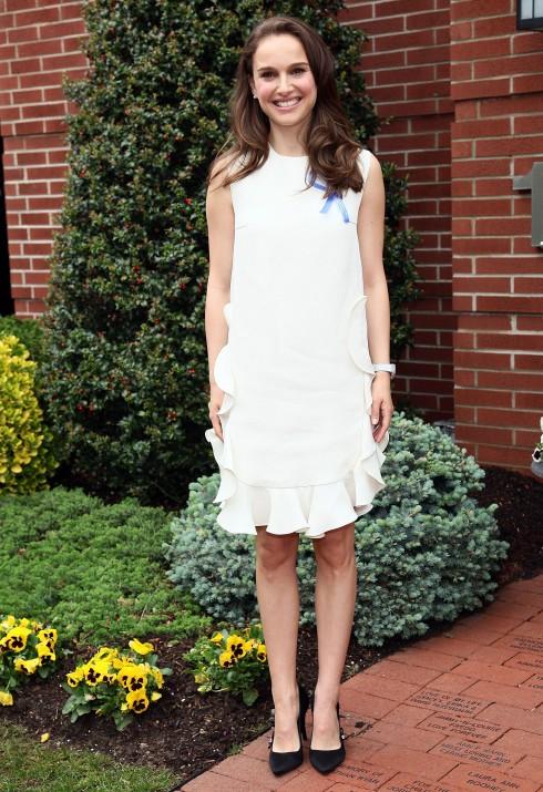 """NATALIE PORTMAN: Giúp những người nhập cư thông qua tổ chức """"Chaleur humaine"""" (Hơi ấm tình người)<br/>&lt;&gt; Audrey Hepburn Children's House on May 4, 2012 in Hackensack, New Jersey."""