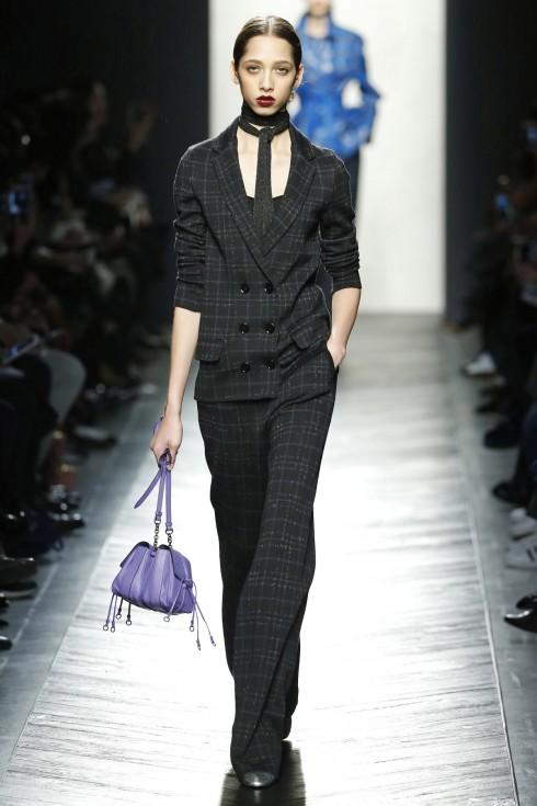 Một thiết kế suits từ vải dệt ánh kim từ Bottege Veneta