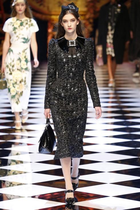 Mẫu váy dệt sợi ánh kim từ Dolce & Gabbana