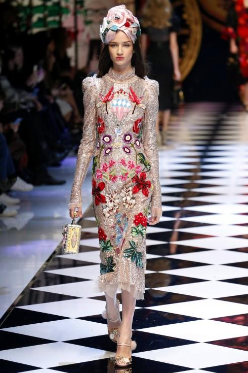 Những mẫu váy ánh kim lộng lẫy xuyên suốt BST của Dolce & Gabbana