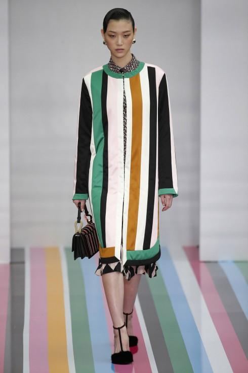 Mẫu váy kẻ sọc tượng trưng cho thời trang thập niên 30 của Salvatore