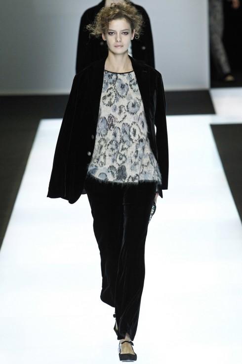 Những thiết kế suits nhung là tiêu điểm của BST Thu-Đông của Giorgio Armani