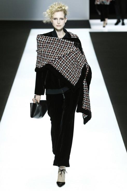 Thiết kế nhung đen trải dài trong BST của Giorgio Armani