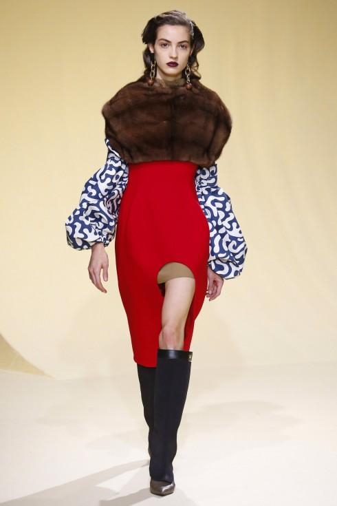 Một thiết kế váy xẻ cao tiêu biểu cho BST của Marni