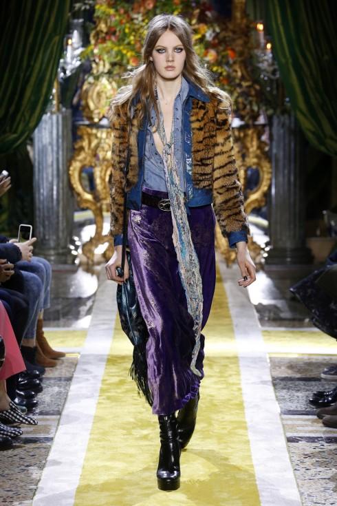 Quần nhung - xu hướng thời trang đang lên tại Tuần lễ thời trang Milan