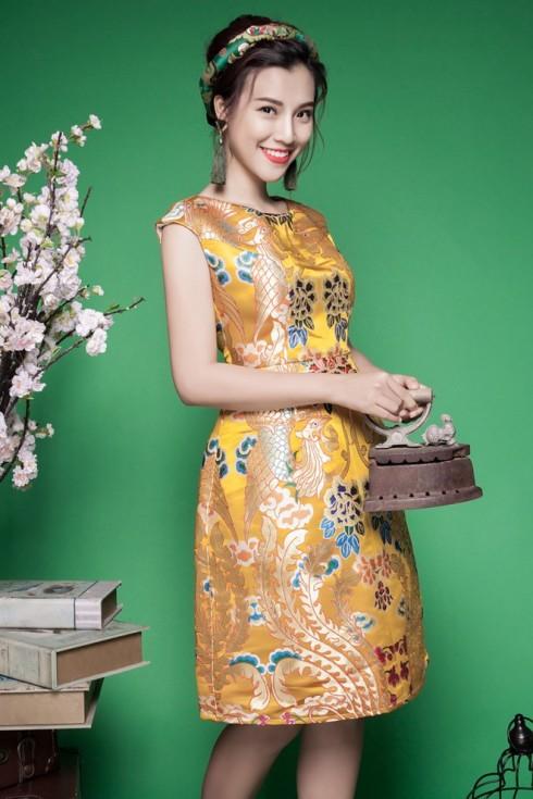 Á hậu Hoàng Oanh diện áo đầm gấm quý phái - ELLE.VN