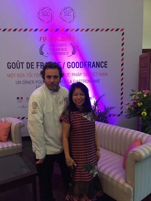 Bà Nguyễn Việt Loan Foster, Chủ tịch Journeys to the East  DMC LTD và đầu bếp gắn sao Michelin Raphael Le Mancq.