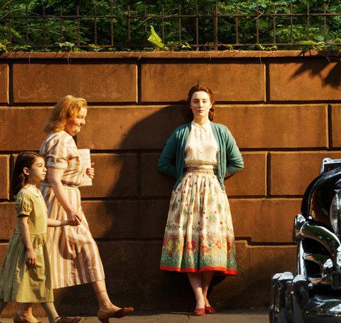 Phong cách thời trang trong phim Brooklyn - ELLE.VN