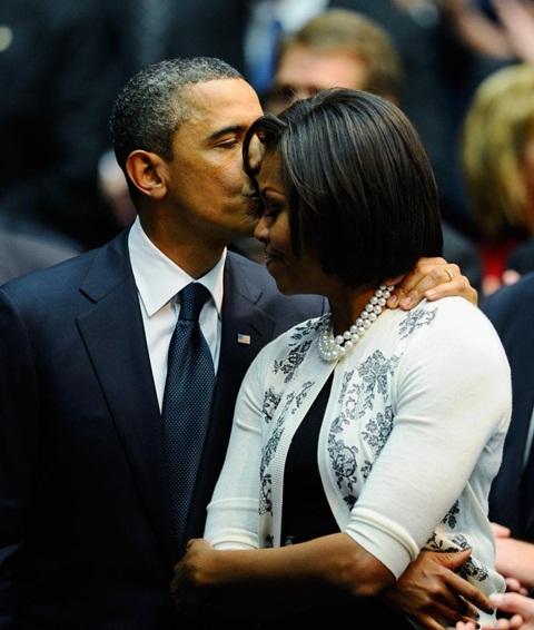 Những cử chỉ ngọt ngào Obama dành cho vợ