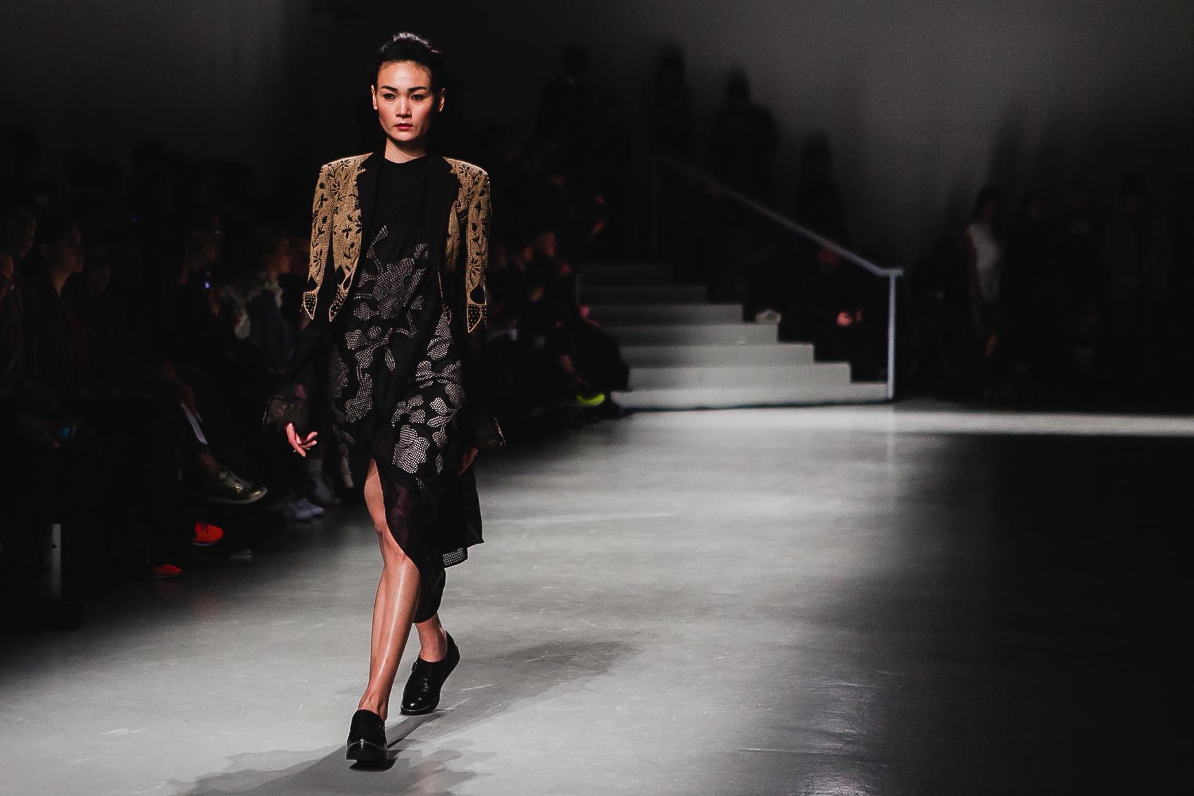Kết quả hình ảnh cho Thùy Trang sải bước ở Paris Fashion Week
