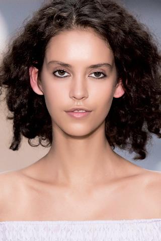 4 kiểu tóc đẹp và cách mix & match phù hợp với trang phục