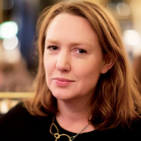Paula Hawkins: Ý nghĩa của sự tồn tại - ELLE.VN
