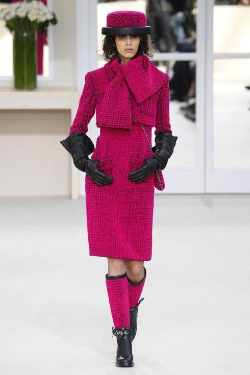 Mẫu thiết kế mở đầu show diễn của Chanel