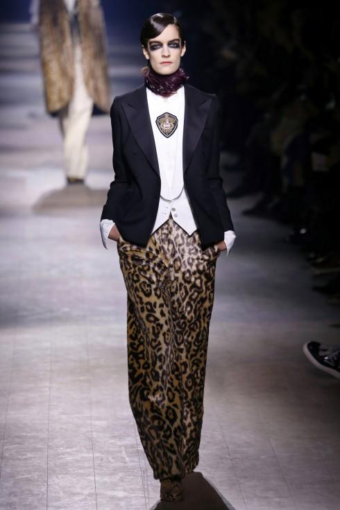 Những chiếc quần da báo, áo khoác tuxedo của Dries