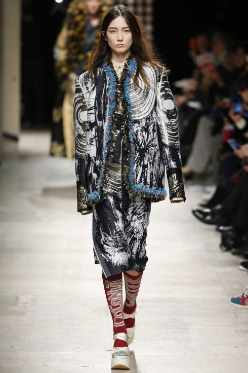 Những thiết kế oversized với phần tay áo phóng đại từ Vivienne Westwood