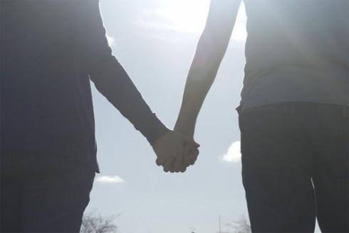 Chỉ là yêu nhau thôi mà, nên phải làm cho nhau hạnh phúc mới phải