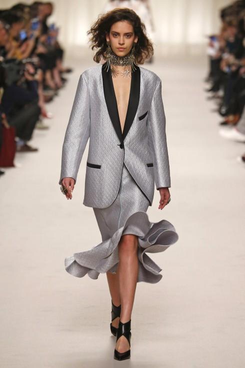 Thiết kế mở màn của Lanvin tại Tuần lễ thời trang Paris