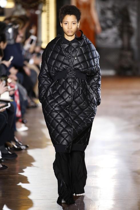 Mẫu áo khoác chần bông của Stella Mc Cartney có cả phiên bản dài