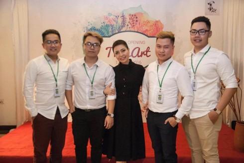 Gecko team multimedia - nhóm truyền thông đa phương tiện đã cùng làm nên sự kiện khai trương ThonArt thành công.