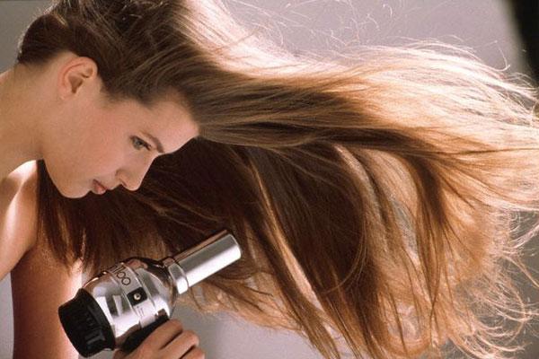 Kết quả hình ảnh cho Không lau khô tóc sau khi gội