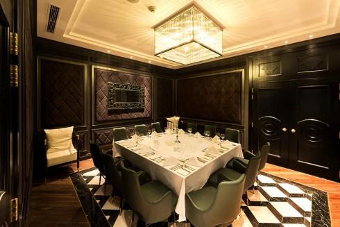 Nhà hàng Ruby tại Trung tâm Ẩm thực & Hội nghị đẳng cấp Quốc tế Almaz.