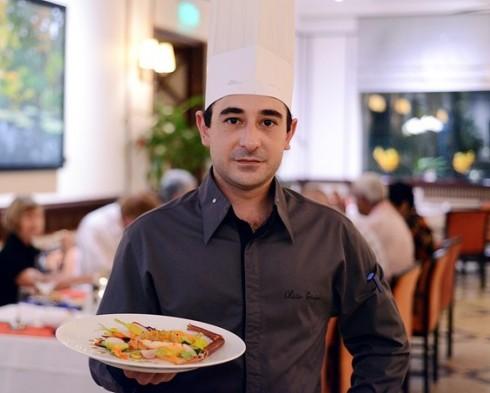 Đầu bếp Olivier Genique của Le Bleu sẽ mang đến những món ăn Pháp đúng vị.
