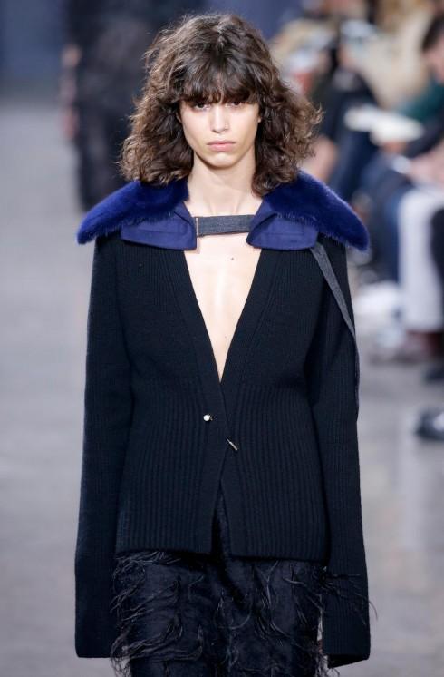 xu hướng thời trang bold shoulders - elle Vietnam 01