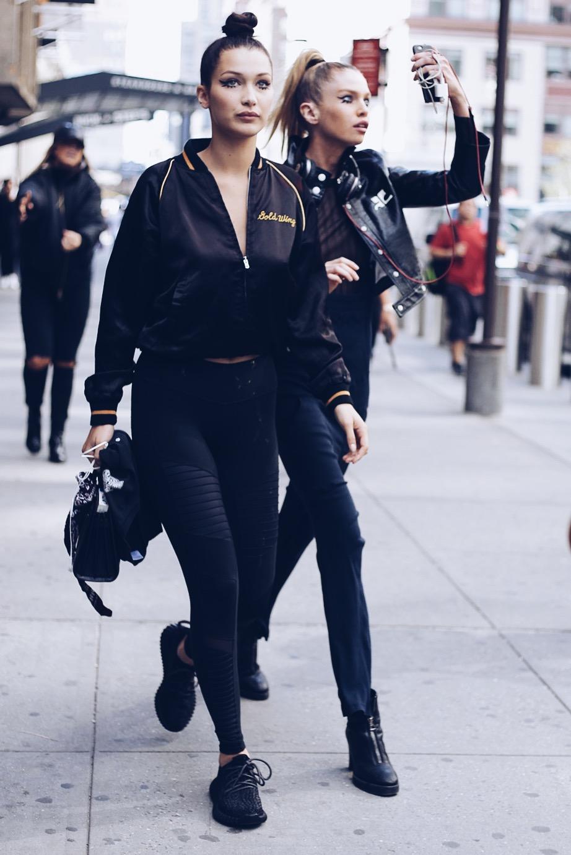 Bella và Stella Maxwell.