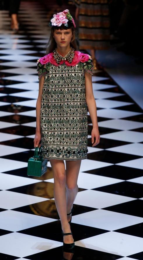 xu hướng thời trang bold shoulders - elle Vietnam 06
