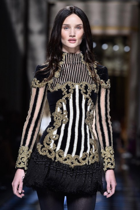 xu hướng thời trang bold shoulders - elle Vietnam 08