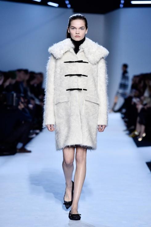 xu hướng thời trang bold shoulders - elle Vietnam 10