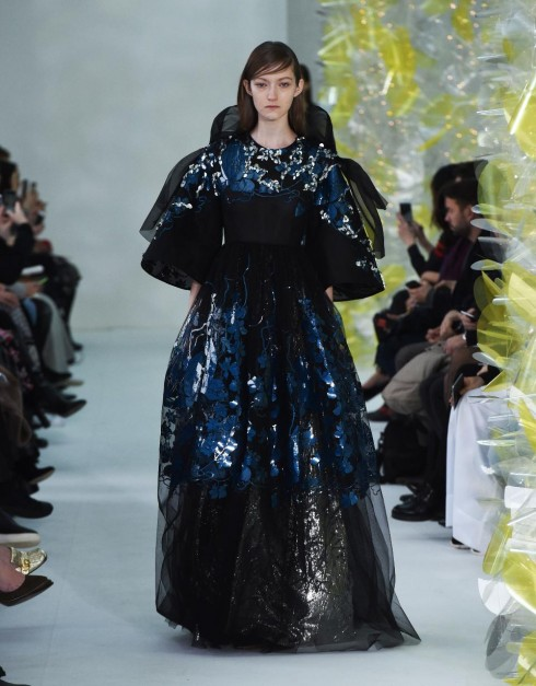 xu hướng thời trang bold shoulders - elle Vietnam 12