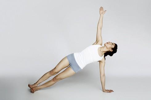 5 động tác Yoga giảm mỡ bụng sau sinh - ELLE Việt Nam (3)