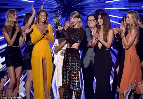 Chloë Grace Moretz tu choi tham gia hoi ban than cua Taylor Swift – ellevn - 01