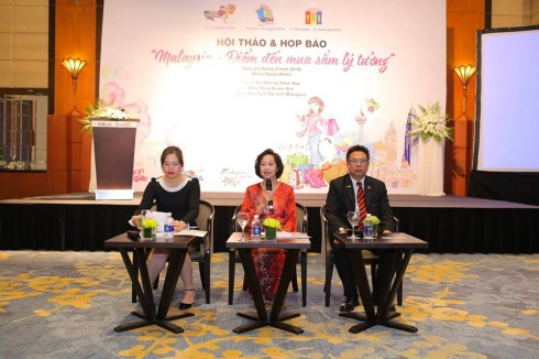 Phó Tổng Giám đốc Cục xúc tiến Du lịch Malaysia, bà Chong Yoke Har chủ trì buổi họp.