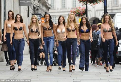Cách chọn áo ngực cho các kiểu đầm quyến rũ elle vietnam 07