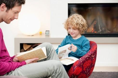 Hãy làm gương cho con trong việc học tập, nghiên cứu
