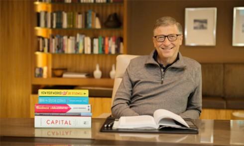 Dù bận rộn nhưng Bill Gates vẫn không bỏ thói quen đọc sách trước khi đi ngủ.