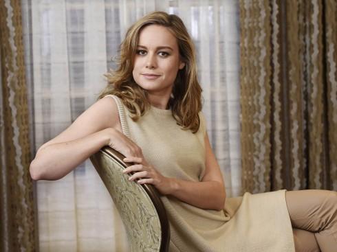 Brie Larson sinh năm 1989 trong một gia đình có cha mẹ đều là chuyên gia nắn xương chỉnh hình.