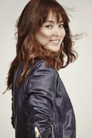 Thời trang Song Hye Kyo trong Hậu Duệ Của Mặt Trời