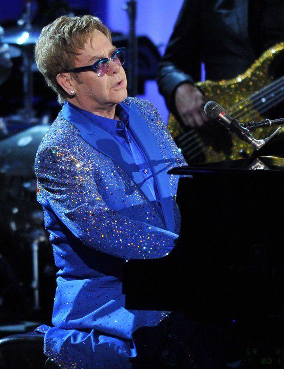 Vệ sĩ cũ kiện Elton John quấy rối tình dục