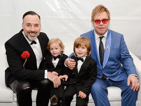 Ve si cu kien Elton John quay roi tinh duc – ellevn - 03