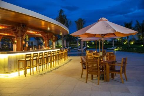 Aqua Bar phục vụ đồ uống và đồ ăn nhẹ