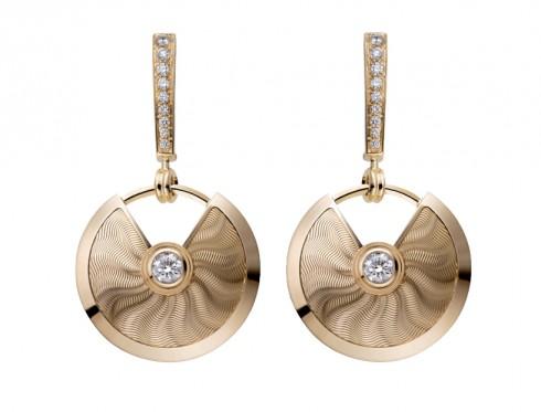 Mẫu hoa tai làm từ vàng hồng cùng kim cương trang trí